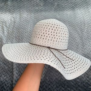 Accessories - Super cute floppy hat!